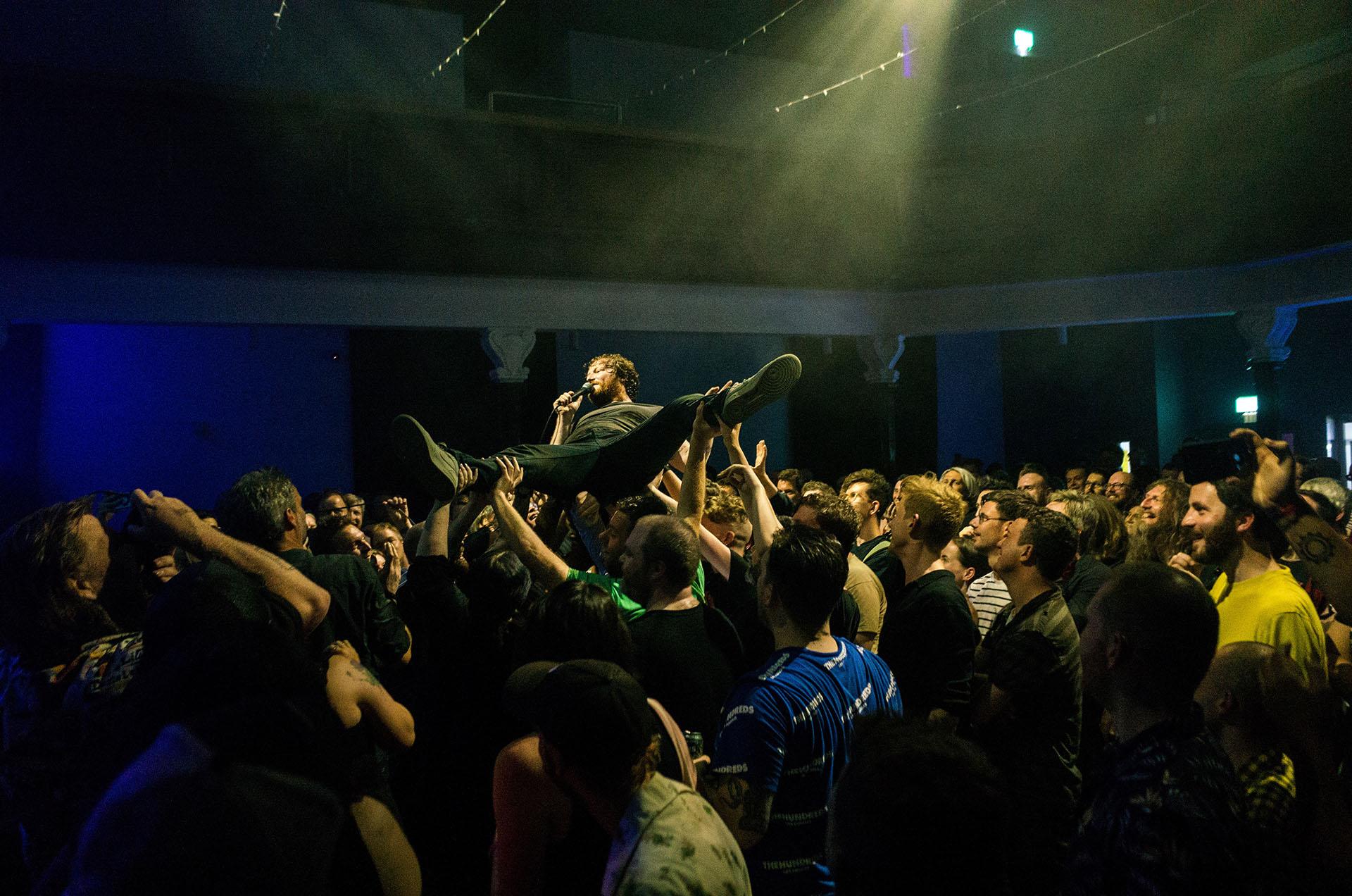 McLusky crowdsurf